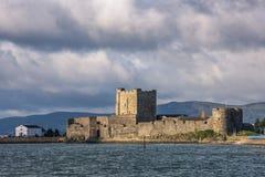 Carrickferguskasteel op de kust van Lough van Belfast, Provincie Antrim, Noord-Ierland royalty-vrije stock afbeelding