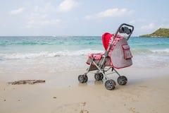 Carridge del bebé en la playa Fotografía de archivo libre de regalías
