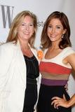 Carrie McClure &莉萨Sigell到达提高妇女的网络第7个启发证书 库存图片