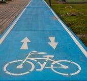 Carril azul de la bici Fotos de archivo