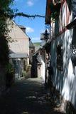 Carril cobbled histórico en Beilstein Alemania imagenes de archivo