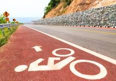 Carril de bicicleta a lo largo del camino de la playa Foto de archivo