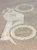 Carril de la moto del símbolo en el camino Foto de archivo libre de regalías