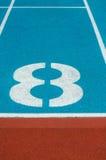 Carril de la pista del atletismo en el estadio Foto de archivo libre de regalías