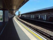 CARRIL de MADERA de estación de metro Imagenes de archivo