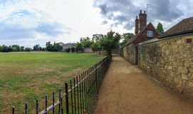 Carril de Rose en Oxford, Inglaterra con el prado de la iglesia de Cristo en el le Imágenes de archivo libres de regalías