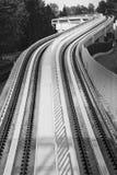 Carril del tren de cielo imagenes de archivo