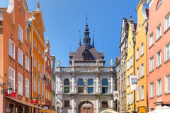 Carril largo y Golden Gate, ciudad vieja de Gdansk, Polonia Imágenes de archivo libres de regalías