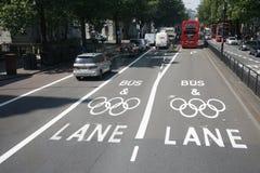 Carril olímpico de la restricción del tráfico de Londres Imagenes de archivo