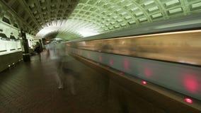 Carril/subterráneo del metro del Washington DC