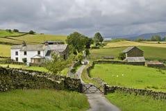 Carril y granja del país Imagen de archivo