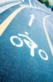 Carriles de la bici en el camino Imágenes de archivo libres de regalías