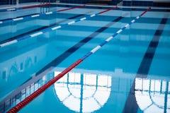 Carriles de la piscina para los deportes que nadan Imágenes de archivo libres de regalías