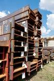 Carriles del acero inoxidable depositados en pilas Fotografía de archivo
