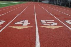 Carriles en pista atlética Imagen de archivo libre de regalías