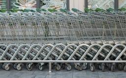 Carrinho de compras alinhado Imagem de Stock