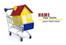 Carrinho de compras com casa Fotografia de Stock