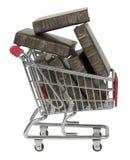 Carrinho de compras completamente dos livros imagens de stock