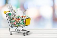 Carrinho de compras da medicamentação foto de stock