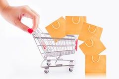 Carrinho de compras enchido com os sacos de compras Fotografia de Stock Royalty Free
