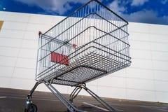 Carrinho de compras gigante Imagens de Stock Royalty Free