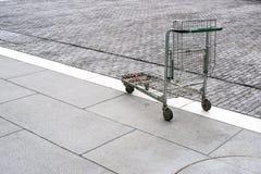 Carrinho de compras pobre Imagem de Stock