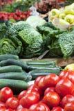 Carrinho de fruta com os tomates no mercado Fotografia de Stock Royalty Free
