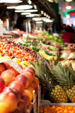 Carrinho de fruta no mercado de lugar de Pike, Seattle Fotografia de Stock Royalty Free