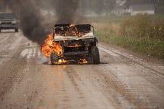 Carrinho de golfe no fogo Fotografia de Stock