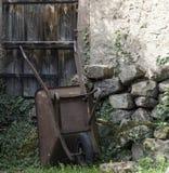 Carrinho de mão oxidado Imagens de Stock