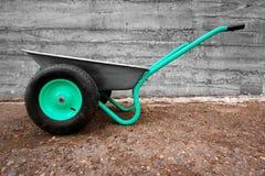 Carrinho de mão verde moderno Foto de Stock Royalty Free