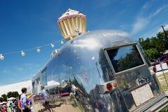 Carrinho do reboque da corrente de ar do bolo do copo, SoCo, Austin, TX Imagem de Stock Royalty Free
