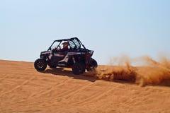 Carrinho Offroad no deserto imagem de stock
