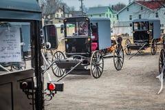 Carrinhos de Amish prontos para a venda foto de stock