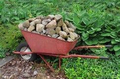 Carriola con le rocce Immagini Stock