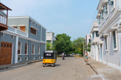 Carrito auto en la calle en Pondicherry, la India Imagen de archivo libre de regalías