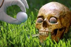 Carrito olvidado en campo de golf Imagenes de archivo