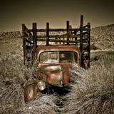 Carro abandonado de la vendimia Foto de archivo libre de regalías