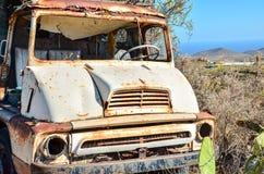 Carro abandonado oxidado Foto de archivo