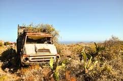 Carro abandonado oxidado Imagenes de archivo