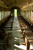 Carro abandonado velho do comboio de passageiros imagens de stock
