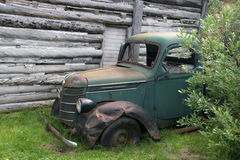 Carro abandonado viejo Foto de archivo libre de regalías