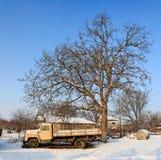 Carro ahora inusitado en nieve Imágenes de archivo libres de regalías