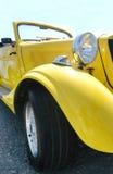 Carro amarelo clássico Imagens de Stock Royalty Free