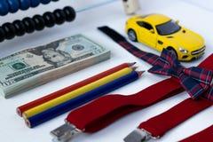 Carro amarelo com dinheiro Conceito do negócio Fotos de Stock