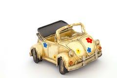 Carro amarelo do brinquedo imagens de stock