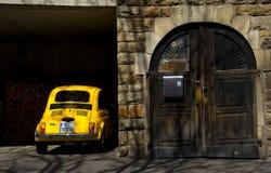 Carro amarelo e porta velha Tubinga Schwarzwald Alemanha fotografia de stock
