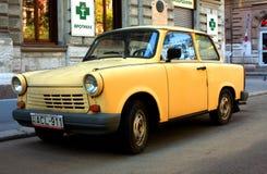 Carro amarelo velho Fotos de Stock