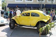 Carro amarelo velho imagens de stock