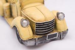 Carro amarillo viejo imágenes de archivo libres de regalías